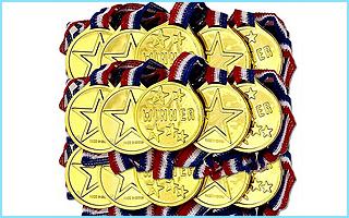 Hübsch glänzende Goldmedaillen für die Siegerehrung