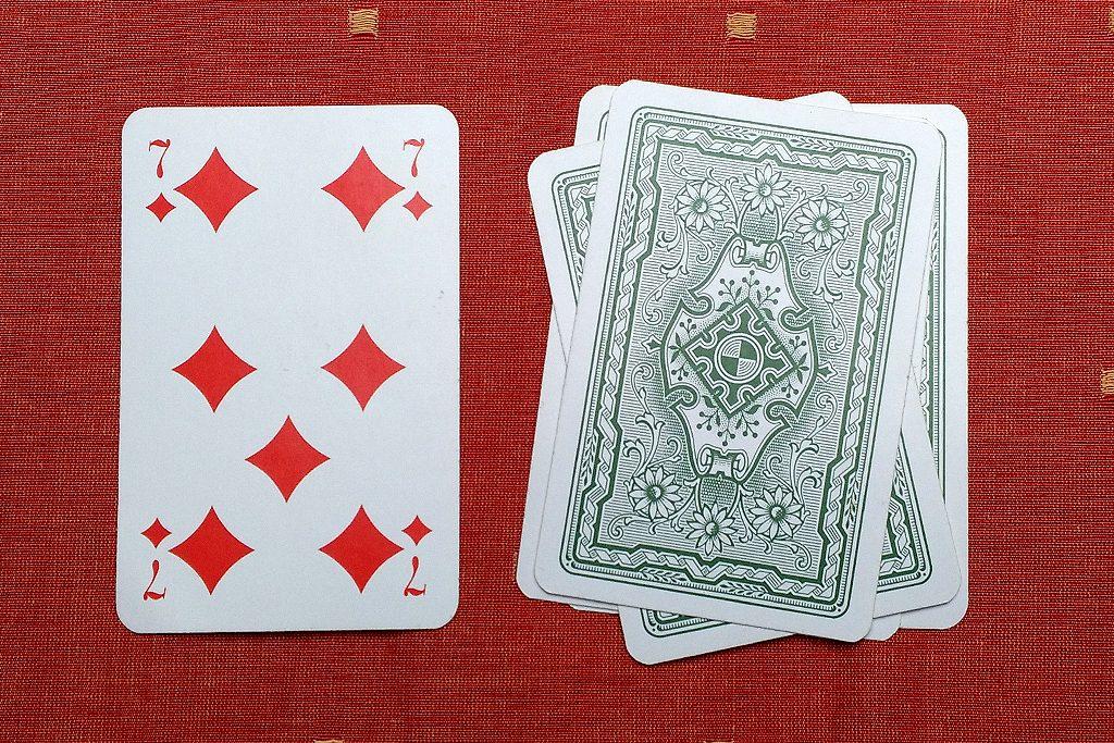 Bild 2: Der Stapel mit den verdeckten Karten wächst allmählich