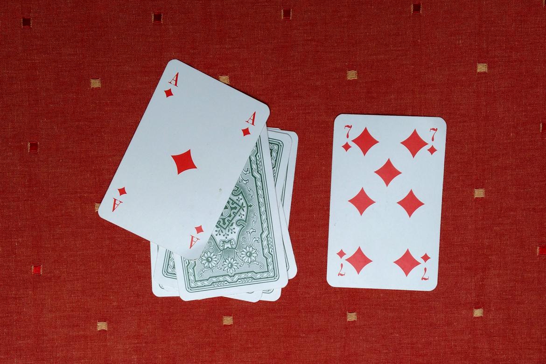 coole kartenspiele das kartenspiel schummel lieschen. Black Bedroom Furniture Sets. Home Design Ideas